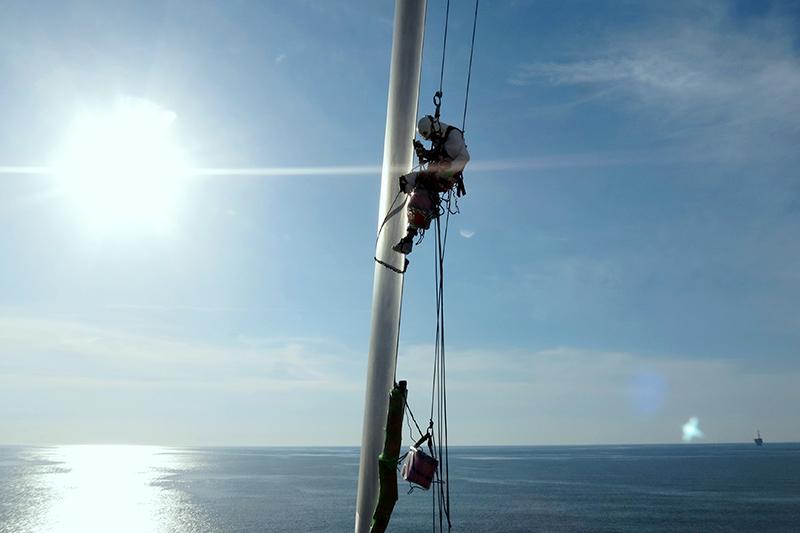 浮体式洋上風車でのブレード点検
