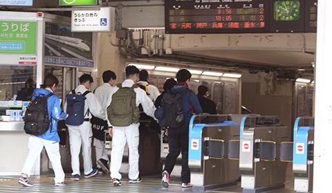 駅改札を通過